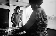 The Rio Ucayali's life between Pucallpa and Iquitos. A strange communty of hundreds of people cohabit for many days on the Tucàn. A forced community forms itself living in intimacy in a one dormitory made of red-hot iron where men, women, children, and any kind of baggage are crowded.