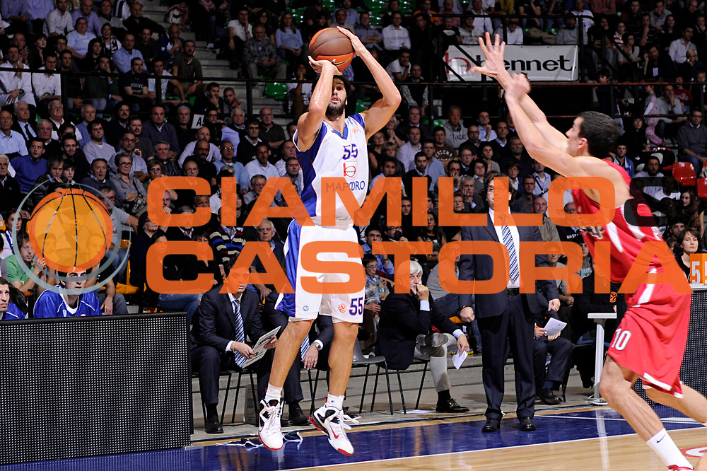 DESCRIZIONE : Desio Eurolega 2011-12 Bennet Cantu Olympiacos Piraeus<br /> GIOCATORE : Gianluca Basile<br /> CATEGORIA : tiro<br /> SQUADRA : Bennet Cantu<br /> EVENTO : Eurolega 2011-2012<br /> GARA : Bennet Cantu Olympiacos Piraeus<br /> DATA : 09/11/2011<br /> SPORT : Pallacanestro <br /> AUTORE : Agenzia Ciamillo-Castoria/C.De Massis<br /> Galleria : Eurolega 2011-2012<br /> Fotonotizia : Desio Eurolega 2011-12 Bennet Cantu Olympiacos Piraeus<br /> Predefinita :