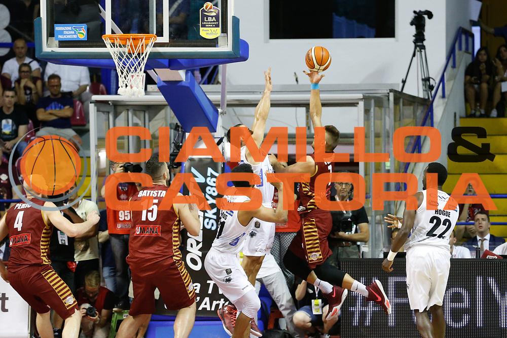 Stefano Tonut<br /> Umana Reyer Venezia - Dolomiti Energia Aquila Basket Trento<br /> Lega Basket Serie A 2016/17 Finali Gara 02<br /> Venezia, 12/06/2017<br /> Foto Ciamillo-Castoria / M. Brondi