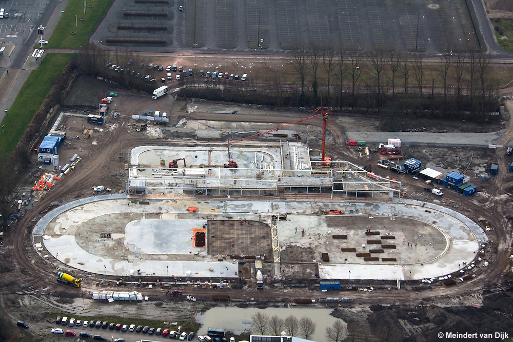 Leeuwarden - Luchtfoto bouw Elfstedenhal. Het zachte, vorstvrije weer is ideaal voor de voortgang van de nieuwbouw van de ijshal.