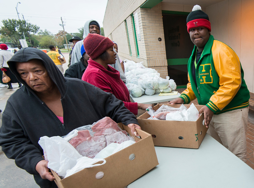 Student volunteers distribute food to Sunnyside residents at Worthing High School, November 22, 2013.