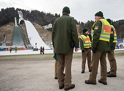 31.12.2015, Olympiaschanze, Garmisch Partenkirchen, GER, FIS Weltcup Ski Sprung, Vierschanzentournee, Training, im Bild Sicherheitskräfte der Deutschen Bundespolizei vor der Olympiaschanze // security forces of the German Federal Police infront of the jumping hill during before Practice Jump for the Four Hills Tournament of FIS Ski Jumping World Cup at the Olympiaschanze, Garmisch Partenkirchen, Germany on 2015/12/31. EXPA Pictures © 2015, PhotoCredit: EXPA/ Jakob Gruber