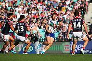 Roger Tuivasa-Sheck in possession. Sydney Roosters v Vodafone Warriors. NRL Rugby League. Sydney Cricket Ground, Sydney, Australia. 18th August 2019. Copyright Photo: David Neilson / www.photosport.nz