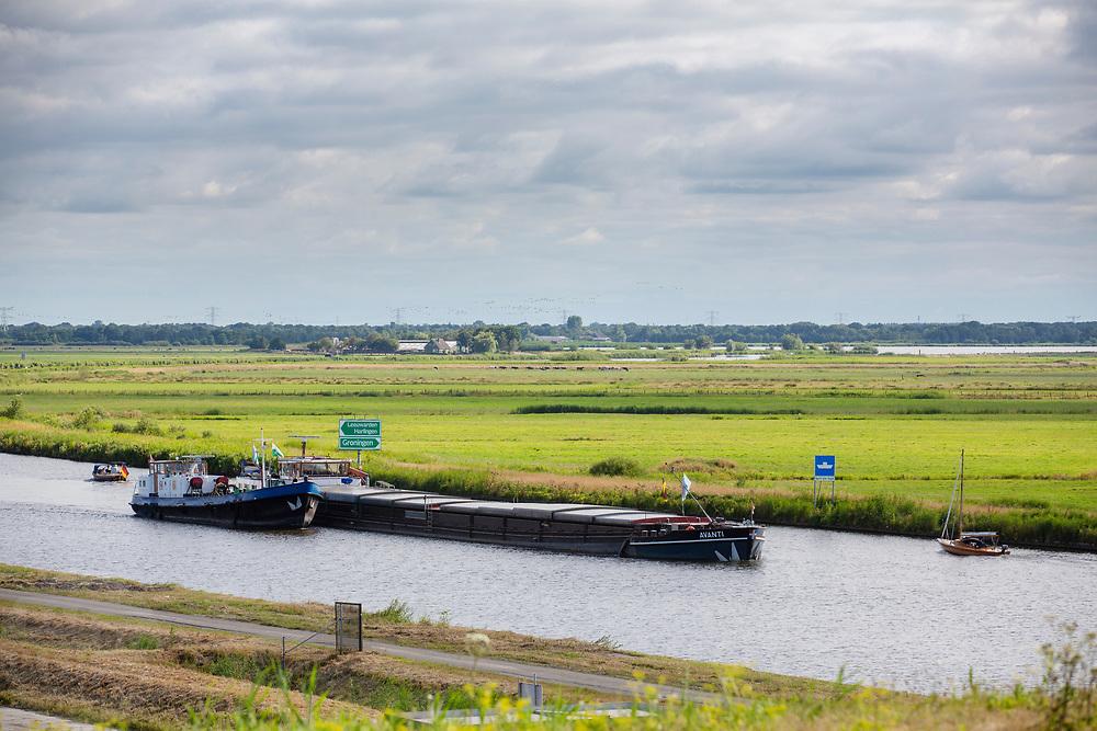 Nederland, Garyp, 14-07-2018<br /> Het Prinses Margrietkanaal bij Garyp, onderdeel van de hoofdvaarweg Lemmer-Delfzijl. Met de aanleg van het kanaal is in de jaren dertig van de twintigste eeuw begonnen.<br /> <br /> The Prinses Margrietkanaal near Garyp, part of the main shipping route between Lemmer and Delfzijl.<br /> Foto: Bas de Meijer / De Beeldunie