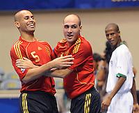 Fussball  International  FIFA  FUTSAL WM 2008   03.10.2008 Vorrunde Gruppe D Libya - Spain Lybien - Spanien FERNANDO (li, ESP) und JAVI RODRIGUEZ (ESP)  freuen sich ueber das 2:0