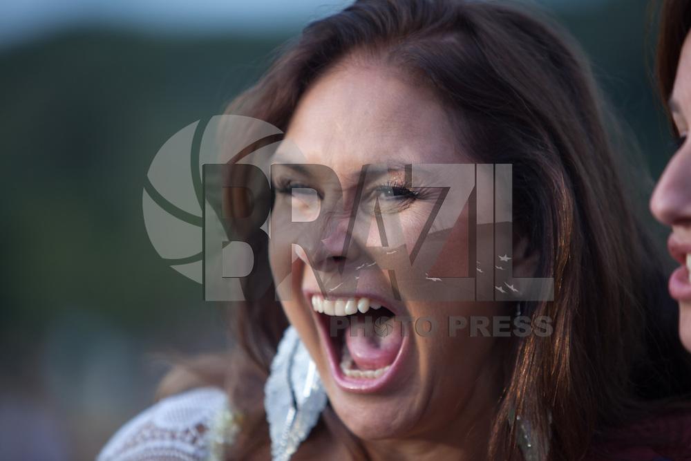 SÃO PAULO, SP, 11 DE MAIO DE 2013 - COMEMORAÇÕES DIA DAS MÃES - PARQUE DA JUVENTUDE - Fafá de Belém canta com sua filha e também cantora, Mariana Belém, fizeram  show gratuito no Parque da Juventude, zona norte de São Paulo, em comemoração ao Dia das Mães, na tarde deste domingo (11). (FOTO: RICARDO LOU/BRAZIL PHOTO PRESS)