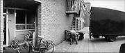 Nederland, Wijchen, 1-9-1998..Verhuizing. verhuizen, doorstroming huurwoning, woningnood, woningtekort, wachtlijst. woningmarkt, huizenmarkt...Foto: Flip Franssen/Hollandse Hoogte