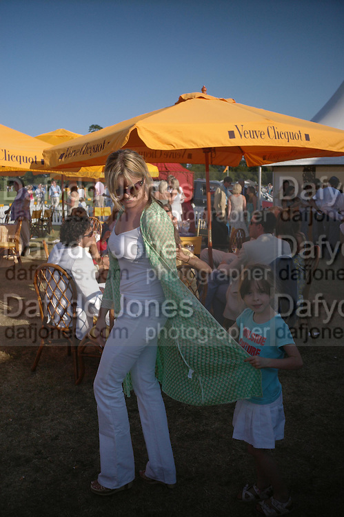 Tina Hobley and Isabella. Veuve Clicquot Gold Cup Final at Cowdray Park. Midhurst. 17 July 2005. ONE TIME USE ONLY - DO NOT ARCHIVE  © Copyright Photograph by Dafydd Jones 66 Stockwell Park Rd. London SW9 0DA Tel 020 7733 0108 www.dafjones.com
