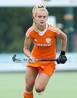 EINDHOVEN - Laurien Leurink, zaterdag bij de oefenwedstrijd tussen het Nederlands team van Jong Oranje Dames en dat van de Vernigde Staten. Volgende week gaat het WK-21 in Duitsland van start. FOTO KOEN SUYK