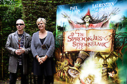 Kinderboekenschrijver Paul van Loon en prinses Laurentien presenteren in de Efteling het nieuwe boek De Sprookjessprokkelaar, een sprookjesboek dat ze samen hebben geschreven. <br /> <br /> Present Children's Writer Paul van Loon and Princess Laurentien in the new book The Sprookjessprokkelaar Efteling, a fairytale that they have written together.<br /> <br /> Op de foto / On the photo: <br /> <br />  Paul van Loon en prinses Laurentien van Oranje