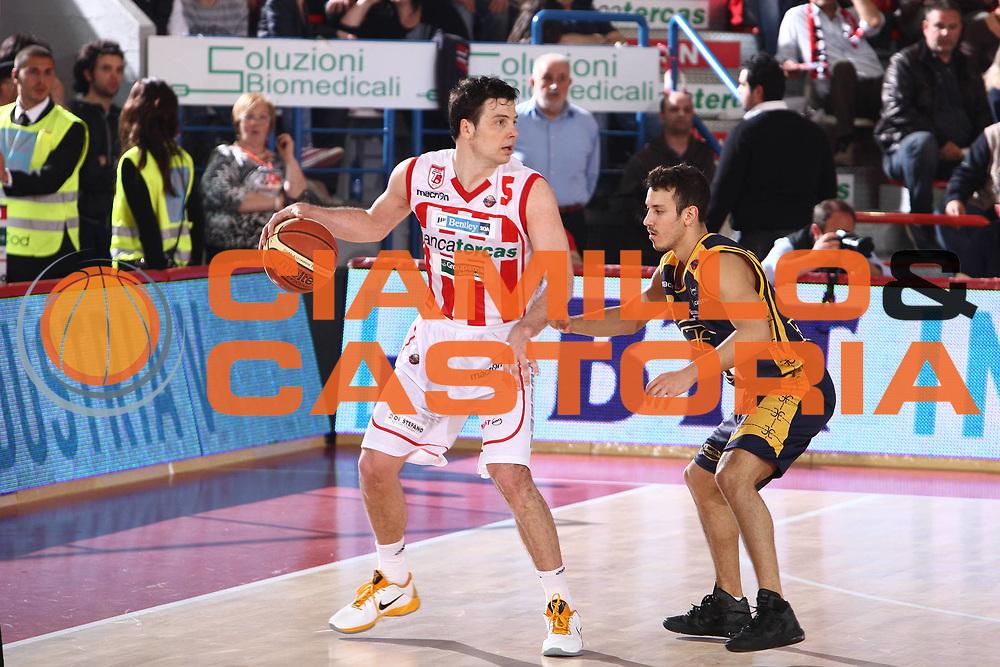 DESCRIZIONE : Teramo Lega A 2010-11 Banca Tercas Teramo Fabi Shoes Montegranaro<br /> GIOCATORE : Ivan Zoroski<br /> SQUADRA : Banca Tercas Teramo <br /> EVENTO : Campionato Lega A 2010-2011<br /> GARA : Banca Tercas Teramo Fabi Shoes Montegranaro<br /> DATA : 23/04/2011<br /> CATEGORIA : palleggio<br /> SPORT : Pallacanestro<br /> AUTORE : Agenzia Ciamillo-Castoria/M.Carrelli<br /> Galleria : Lega Basket A 2010-2011<br /> Fotonotizia : Teramo Lega A 2010-11 Banca Tercas Teramo Fabi Shoes Montegranaro<br /> Predefinita :