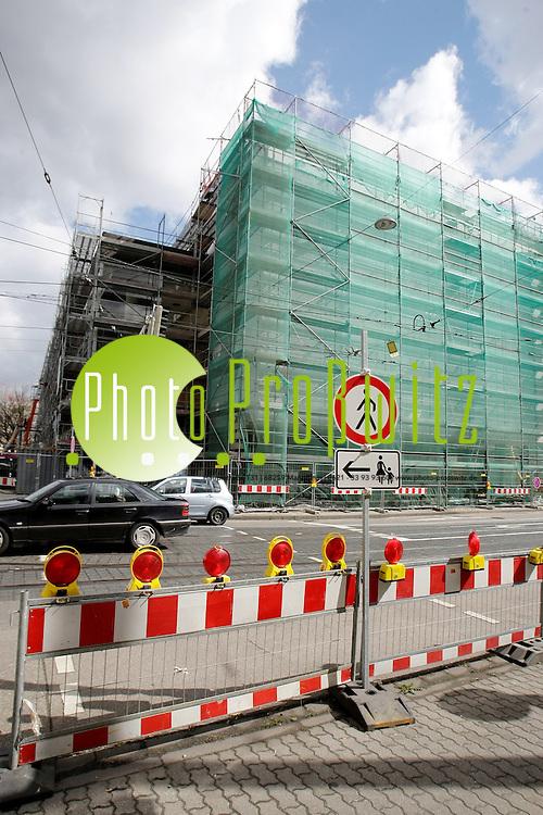 Ludwigshafen. Pfalzbau. Groflbaustelle durch Generalsanierung. Fassade und B&cedil;hne, Foyer und Infrastruktur werden komplett saniert.<br /> <br /> <br /> Bild: Markus Proflwitz /  <br /> <br /> ++++ Bei Ver&circ;ffentlichung Bildquelle: Proflwitz /    Kontakt: mprosswitz@  ++++