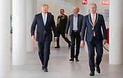 APELDOORN, 2-6-2020. Koning Willem Alexander tijdens een werkbezoek gebracht aan de gemeente Apeldoorn. Het bezoek stond in het teken van de gevolgen van de corona-uitbraak op de gemeentelijke organisatie en dienstverlening.