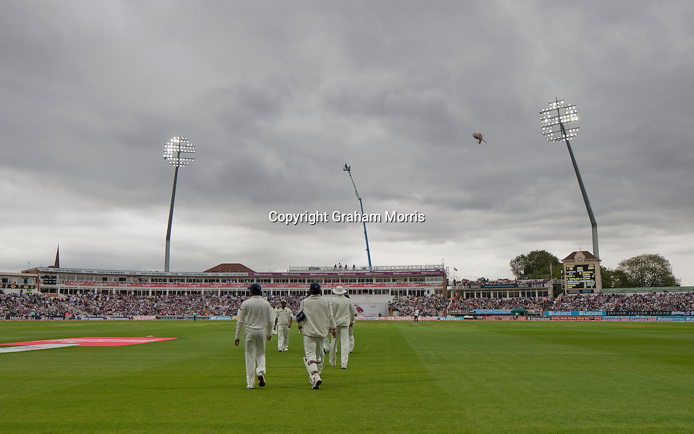 Players re-take the field after bad light stops play during the third npower Test Match between England and India at Edgbaston, Birmingham.  Photo: Graham Morris (Tel: +44(0)20 8969 4192 Email: sales@cricketpix.com) 12/08/11