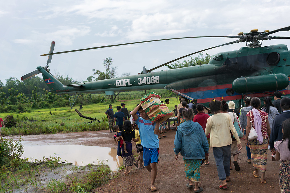 August 06, 2018 - Attapeu (Laos). Food supplies and medicines are transported with an army helicopter and distributed to the people of the remote Bane Pindong village. Most of the villages are still cut off by the flood waters and only reachable by air or after a dangerous drive by 4x4 vehicles and tractors © Thomas Cristofoletti / Ruom