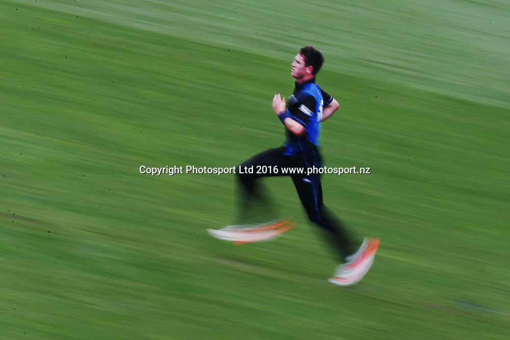 Adam Milne of New Zealand runs up for a delivery. ANZ International Series, One Day International between New Zealand Back Caps and Pakistan at Eden Park in Auckland, New Zealand. 31 January 2016. Photo: Anthony Au-Yeung / www.photosport.nz