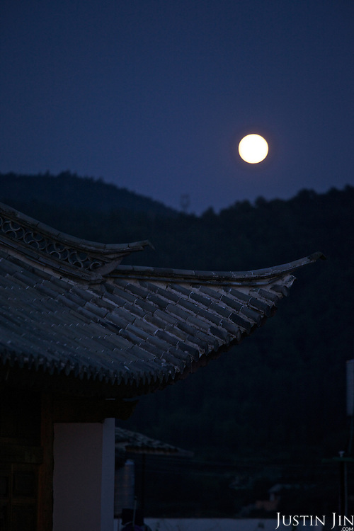 Moon shine over the Heshun Ancient Town in Tengchong City, Yunnan Province, Southwestern China.