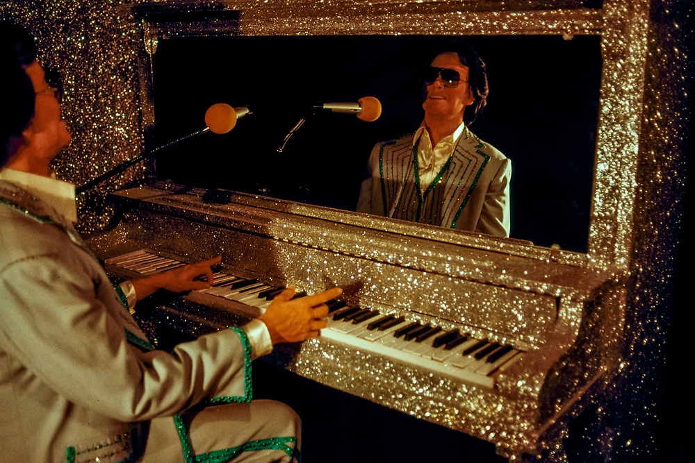 Ronnie Milsap wax statue at The Country Music Wax Museum and the Sidewalk of Fame in Nashville, TN (1999)