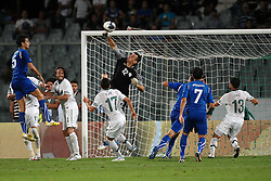 06.09.2011, Stadio Artemio Franchi, Florenz, ITA, UEFA EURO 2012, Qualifikation, Italien vs Slovenien, im Bild Occasione da gol. Respinta di Jasmin Handanovic Slovenia su colpo di testa di Andrea RANOCCHIA Italia.. // during the UEFA Euro 2012 Qualifier Game, Italy vs Slovenia, at Stadio Artemio Franchi Florence Italy on 2011-09-06. EXPA Pictures © 2011, PhotoCredit: EXPA/ InsideFoto/ Andrea Staccioli +++++ ATTENTION - FOR AUSTRIA/(AUT), SLOVENIA/(SLO), SERBIA/(SRB), CROATIA/(CRO), SWISS/(SUI) and SWEDEN/(SWE) CLIENT ONLY +++++