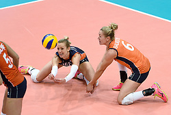 03-10-2015 NED: Volleyball European Championship Semi Final Nederland - Turkije, Rotterdam<br /> Nederland verslaat Turkije in de halve finale met ruime cijfers 3-0 / Debby Stam-Pilon #16, Maret Balkestein-Grothues #6