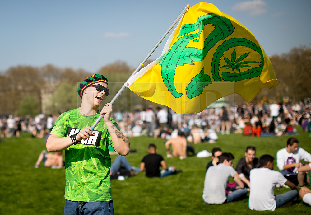 © Licensed to London News Pictures. 20/04/2018. London, UK. Thousands of revellers gather to smoke cannabis in Hyde Park as part of '4/20 Day', an annual international event taking place on 20 April. Attendees are calling on the Government to legalise the Class B drug and raise awareness about the drug. Photo credit : Tom Nicholson/LNP