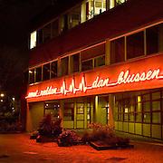 Nederland Dordrecht 8 januari 2007 20070108.Avondopname Eerst redden dan blussen brandweerkazerne .Foto David Rozing