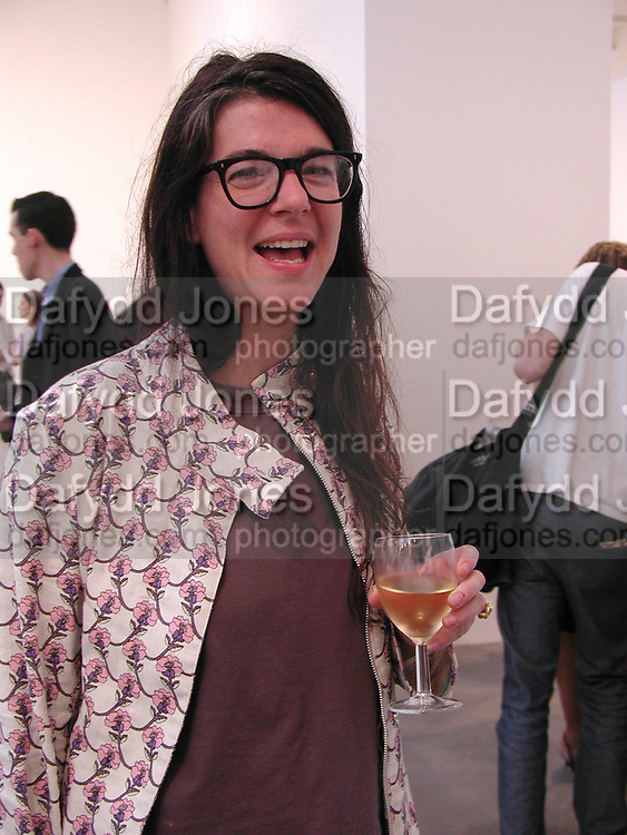 Fiona Banner, An Evening for artists and curators, Gagosian Gallery. 6-24 Brittania St. London WC1 22 July 2004. SUPPLIED FOR ONE-TIME USE ONLY-DO NOT ARCHIVE. © Copyright Photograph by Dafydd Jones 66 Stockwell Park Rd. London SW9 0DA Tel 020 7733 0108 www.dafjones.com