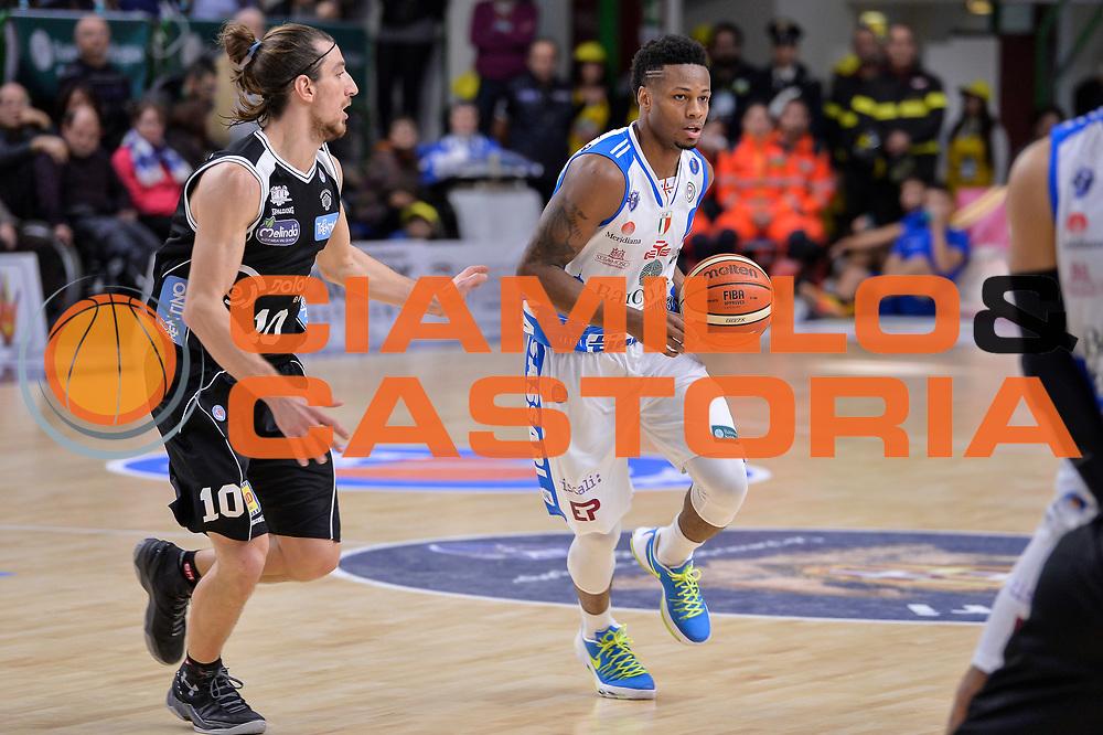 DESCRIZIONE : Campionato 2015/16 Serie A Beko Dinamo Banco di Sardegna Sassari - Dolomiti Energia Trento<br /> GIOCATORE : MarQuez Haynes<br /> CATEGORIA : Palleggio<br /> SQUADRA : Dinamo Banco di Sardegna Sassari<br /> EVENTO : LegaBasket Serie A Beko 2015/2016<br /> GARA : Dinamo Banco di Sardegna Sassari - Dolomiti Energia Trento<br /> DATA : 06/12/2015<br /> SPORT : Pallacanestro <br /> AUTORE : Agenzia Ciamillo-Castoria/L.Canu