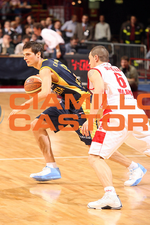 DESCRIZIONE : Milano Lega A1 2007-08 Playoff Quarti di Finale Gara 2 Armani Jeans Milano Premiata Montegranaro <br /> GIOCATORE :  Andrea Cinciarini<br /> SQUADRA : Premiata Montegranaro <br /> EVENTO : Campionato Lega A1 2007-2008 <br /> GARA : Armani Jeans Milano Premiata Montegranaro <br /> DATA : 12/05/2008 <br /> CATEGORIA : Palleggio<br /> SPORT : Pallacanestro <br /> AUTORE : Agenzia Ciamillo-Castoria/S.Ceretti