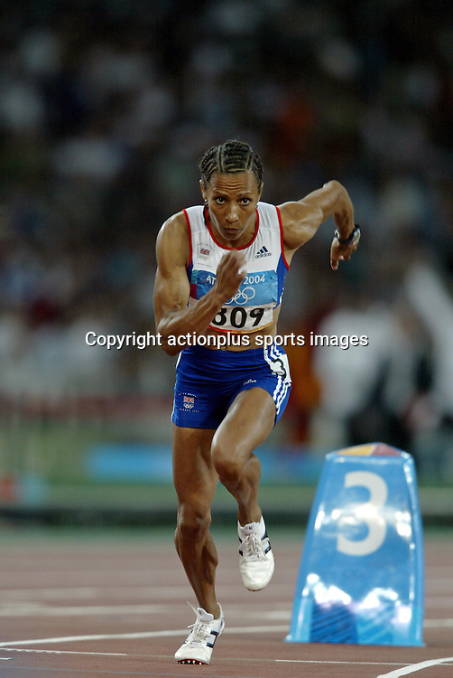 23 August 2004: British runner KELLY HOLMES (GBR) at the start of the Women's 800m Final at The 2004 Olympic Games in Athens, Greece. <br />Photo: Glyn Kirk/Action Plus/Photosport<br /> <br /> <br /> 040823 olympics woman athlete
