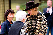 Koningin Maxima bezoekt de zorginstelling Avoord Zorg en Wonen in Etten-Leur. Zij deed dit in het kader van de Nationale Week van Zorg en Welzijn. /////  Queen Maxima visits the health care Avoord Care and Living in Etten-Leur. They did this in the context of the National Week of Health and Welfare.<br /> <br /> Op de foto/ On the photo:  Koningin Maxima ontmoet de bewoners in het Atrium // Queen Maxima withthe residents in the Atrium