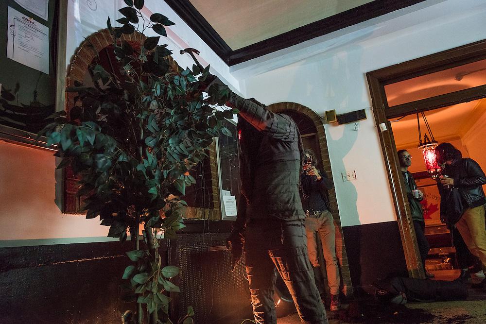 JONATHAN PARANT<br /> CLOWN TRAGIQUE: LE TR&Ocirc;NE VIDE. La Sala Rossa.