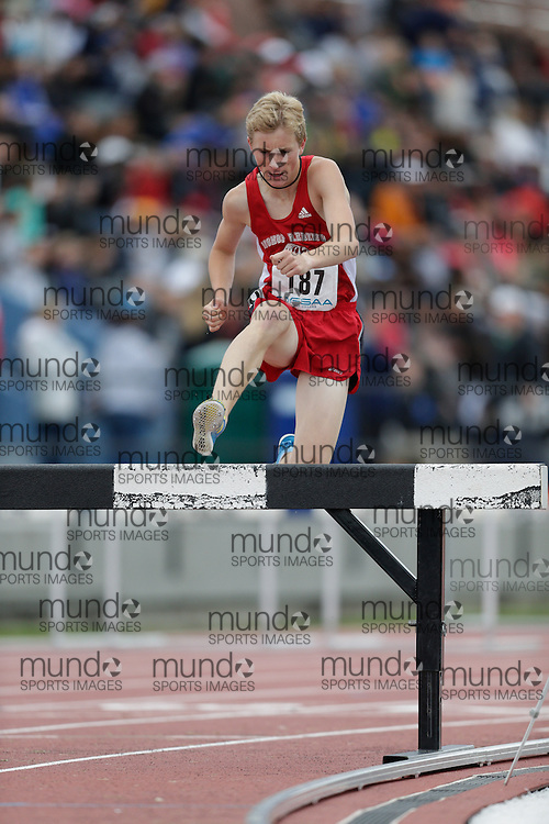 Ben Preisner of Bishop P.F. Reding SS - Milton competes at the 2013 OFSAA Track and Field Championship in Oshawa Ontario, Friday,  June 7, 2013.<br /> Mundo Sport Images/ Geoff Robins