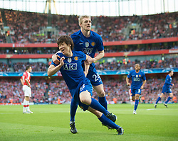 LONDON, ENGLAND - Tuesday, May 5, 2009: Manchester United's Ji-Sung Park celebrates scoring the opening goal with team-mate Darren Fletcher during the UEFA Champions League Semi-Final 2nd Leg match at the Emirates Stadium. (Photo by David Rawcliffe/Propaganda)