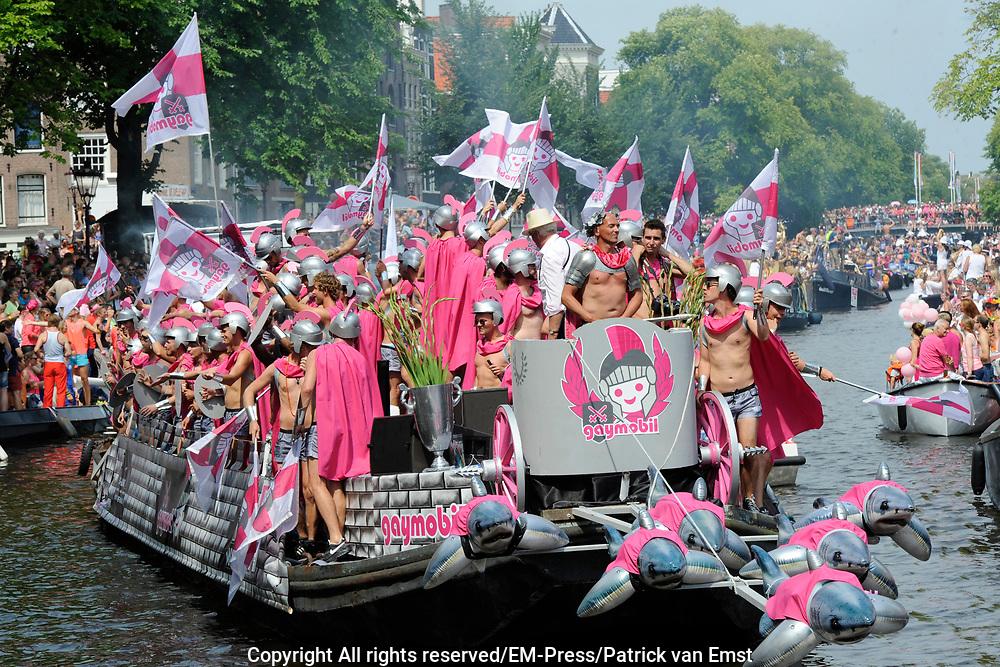 De Canal Parade 2014 - een botenparade over de Amsterdamse grachten en het hoogtepunt van Gay Pride Amsterdam.<br /> <br /> The Canal Parade 2014 - a boat parade on the canals of Amsterdam and the highlight of Gay Pride Amsterdam.<br /> <br /> Op de foto / On the photo: <br /> <br /> <br />  Een deelnemende boot - Gaymobil / A participating boat