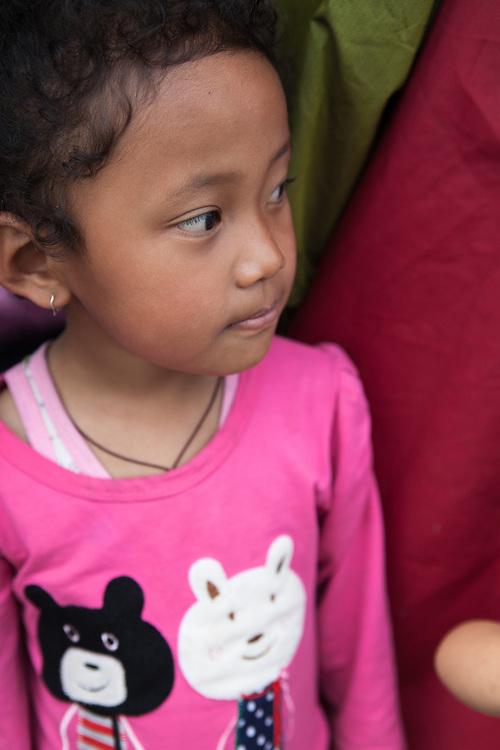Meisje in tentenkamp in de buitenwijk Boudhanath.