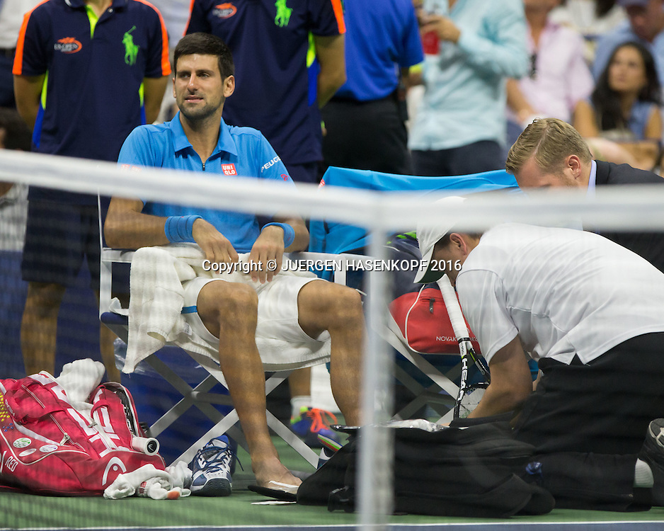 NOVAK DJOKOVIC (SRB) wird wegen Verletzung am Fuss behandelt,Herren Finale<br /> <br /> Tennis - US Open 2016 - Grand Slam ITF / ATP / WTA -  USTA Billie Jean King National Tennis Center - New York - New York - USA  - 11 September 2016.