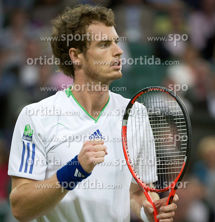 24.06.2011, Wimbledon, London, GBR, Wimbledon Tennis Championships, im Bild Andy Murray (GBR) celebrates winning a point during Gentlemen's Singles 3rd Round match on day five of the Wimbledon Lawn Tennis Championships at the All England Lawn Tennis and Croquet Club, EXPA Pictures © 2011, PhotoCredit: EXPA/ Propaganda/ *** ATTENTION *** UK OUT!