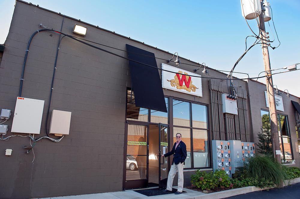 Der Industrielle und Kunstsammler und Gallerist Gary Wasserman vor seiner Wasserman Projects Gallery in Detroit, Michigan, USA.<br /> <br /> Art in Detroit 2013<br /> &copy; Stefan Falke<br /> www.stefanfalke.com