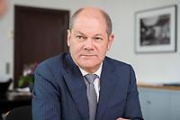 25 JUN 2018, BERLIN/GERMANY:<br /> Olaf Scholz, SPD, Bundesfinanzminister, waehrend einem Interview, in seinem Buero, Bundesministerium der Finanzen<br /> IMAGE: 20180625-02-012<br /> KEYWORDS: B&uuml;ro