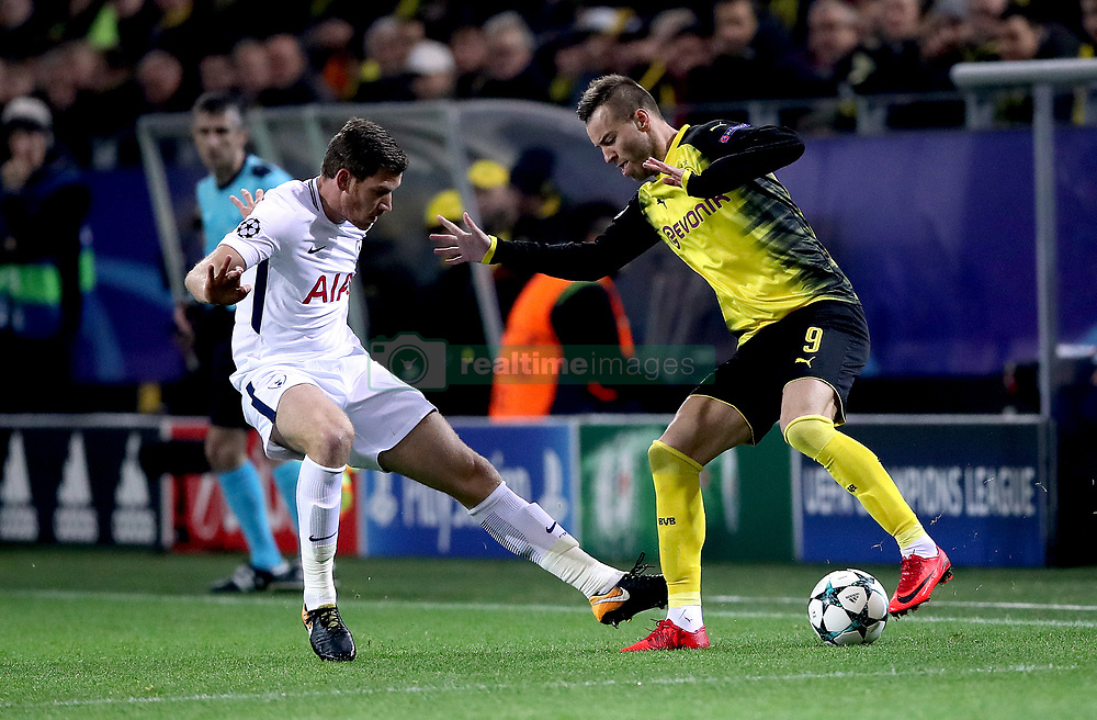 Borissia Dortmund's Andriy Yarmolenko (right) and Tottenham Hotspur's Jan Vertonghen (left) battle for the ball