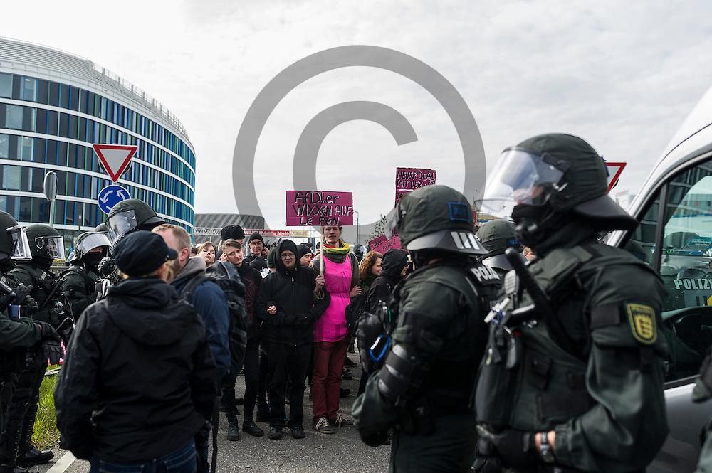 Demonstranten blockieren w&auml;hrend der Proteste gegen den AFD Parteitag am 30.04.2016 in Stuttgart, Deutschland eine Stra&szlig;e. Die rechtspopulistische Partei m&ouml;chte auf ihrem Bundesparteitag ihr Parteiprogramm verabschieden. Mehrere Tausend Menschen versammelten sich um gegen die Tagung zu demonstrieren. Foto: Markus Heine / heineimagingw&auml;hrend der 1. Mai Plauen Proteste und Gegenprotest am 30.04.2016 in Plauen, Deutschland. Hunderte Menschen demonstrierten gegen einen Aufmarsch rechtsextremen Kleinpartei der 3. Weg. Bei den Demonstrationen kam es zu heftigen Auseinandersetzungen mit der Polizei. Foto: Markus Heine / heineimaging<br /> <br /> ------------------------------<br /> <br /> Ver&ouml;ffentlichung nur mit Fotografennennung, sowie gegen Honorar und Belegexemplar.<br /> <br /> Bankverbindung:<br /> IBAN: DE65660908000004437497<br /> BIC CODE: GENODE61BBB<br /> Badische Beamten Bank Karlsruhe<br /> <br /> USt-IdNr: DE291853306<br /> <br /> Please note:<br /> All rights reserved! Don't publish without copyright!<br /> <br /> Stand: 04.2016<br /> <br /> ------------------------------