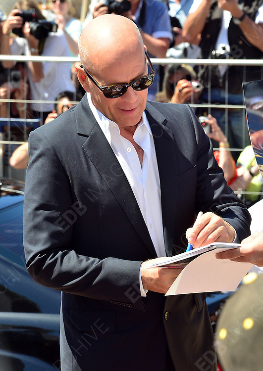 16.MAY.2012. CANNES<br /> <br /> BRUCE WILLIS ARRIVING AT THE 'MOONRISE KINGDOM' PHOTOCALL CANNES FILM FESTIVAL, CANNES, FRANCE<br /> <br /> BYLINE: EDBIMAGEARCHIVE.COM<br /> <br /> *THIS IMAGE IS STRICTLY FOR UK NEWSPAPERS AND MAGAZINES ONLY*<br /> *FOR WORLD WIDE SALES AND WEB USE PLEASE CONTACT EDBIMAGEARCHIVE - 0208 954 5968*