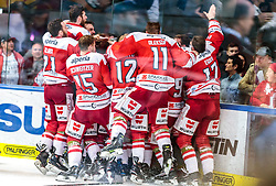 20.04.2018, Eisarena, Salzburg, AUT, EBEL, EC Red Bull Salzburg vs HCB Suedtirol Alperia, Finale, 7. Spiel, im Bild Jubel bei Bozen über den Meistertitel // during the Erste Bank Icehockey 7th final match between EC Red Bull Salzburg and HCB Suedtirol Alperia at the Eisarena in Salzburg, Italy on 2018/04/20. EXPA Pictures © 2018, PhotoCredit: EXPA/ JFK