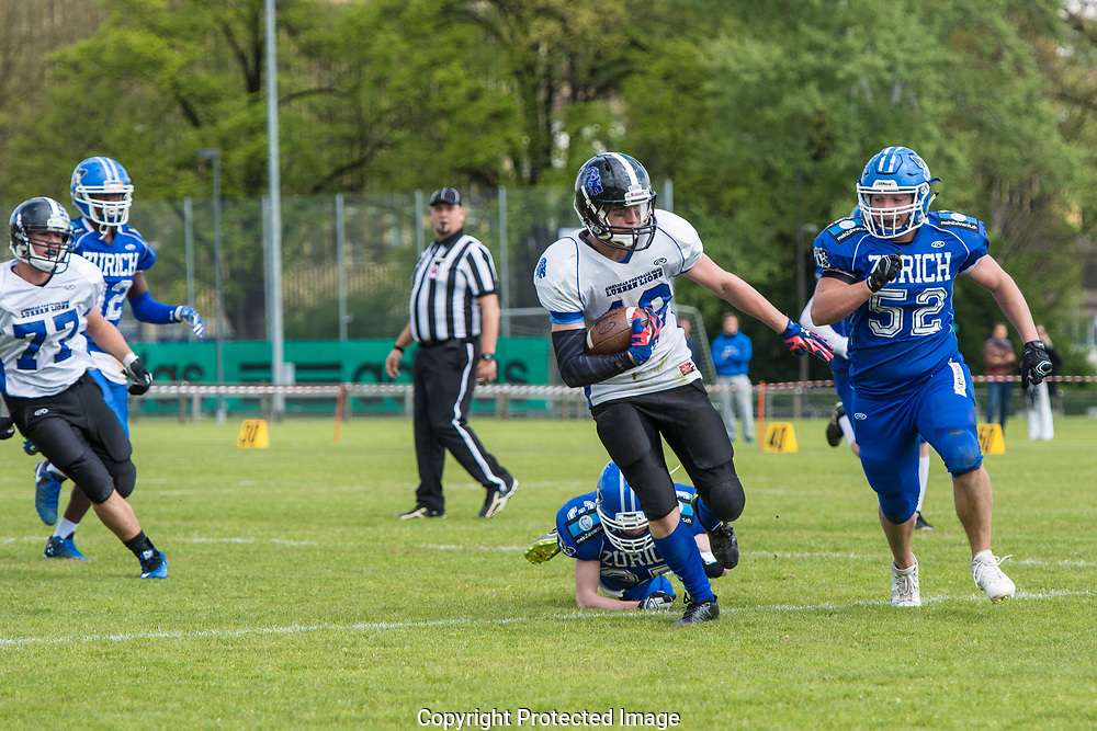 Luzern Lions Raffael Truttmann escapes a tackle in the game against the Zürich Renegades