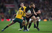 London, Great Britain,   2015 Rugby World Cup Final. Owen FRANKS, look's to make a pass during the New Zealand vs Australia,, Twickenham Stadium,London. England,, Saturday  31/10/2015. <br />