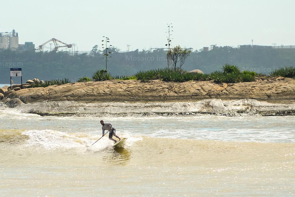 Brasil - Vitoria - Espirito Santo - Vista da Praia de Camburi com Mar de Ressaca - Foto: Gabriel Lordello/ Mosaico Imagem