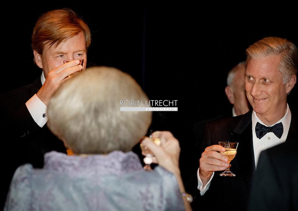 29-11-2016 AMSTERDAM  - contraprestatie Concert aangeboden door de Koning Filip and koningin mathilde en koning Maxima en koning willem Alexander tijdens dag 2 van het Staatsbezoek aan Nederland. Staatsbezoek aan Nederland van Ko in het muziekgebouw Prinses Beatrix, Prins Constantijn, Prinses Laurentien, Prinses Margiet en de heer Van Vollenhoven  tijdens dag 2 van het Staatsbezoek aan Nederland van Koning Filip der Belgen vergezeld door Koningin Mathilde. Koning Willem Alexander en koningin Maxima. COPYRIGHT ROBIN UTRECHT<br /> <br /> 29-11-2016 AMSTERDAM - dinner and group picture contraprestatie Concert offered by the King Philippe and Queen Mathilde and King Maxima and King William Alexander during day two of the state visit to the Netherlands. State Visit to Netherlands Ko in the music building, Princess Beatrix, Prince Constantijn and Princess Laurentien, Princess Margriet and Mr. van Vollenhoven during day two of the state visit to the Netherlands of King of the Belgians Filip accompanied by Queen Mathilde. King Willem Alexander and Queen Maxima. COPYRIGHT ROBIN UTRECHT