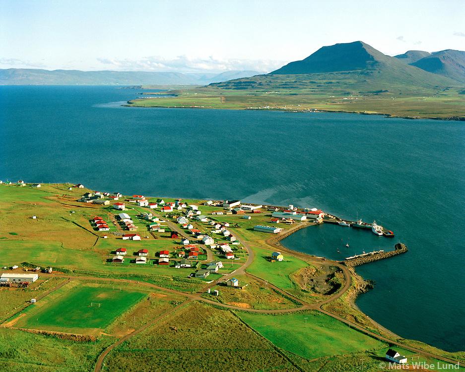 Hrísey séð til suðurs, Akureyrarkaupstaður. Árskógssandur i bakgrunni. /  Hrisey viewing south, Akureyrarkaupstadur. Arskogssandur in background.