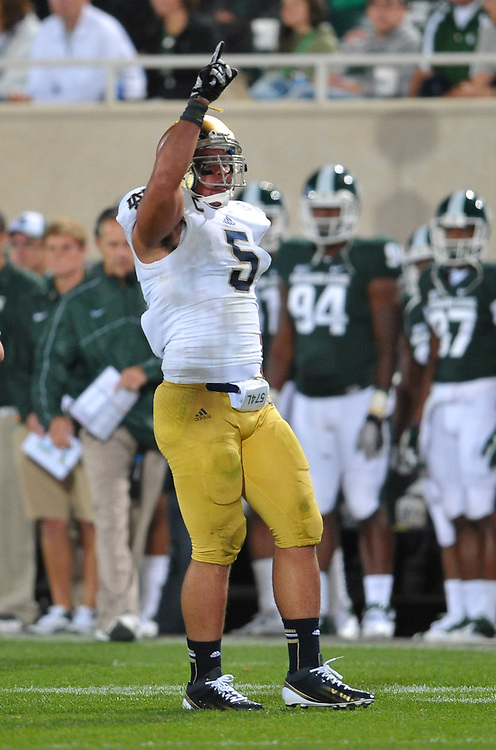 Te'o points to the sky after a tackle.